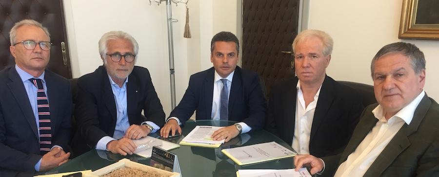 Crisi agricoltura siciliana, Bandiera assicura pressing sul ministro per intervento Commissione Ue